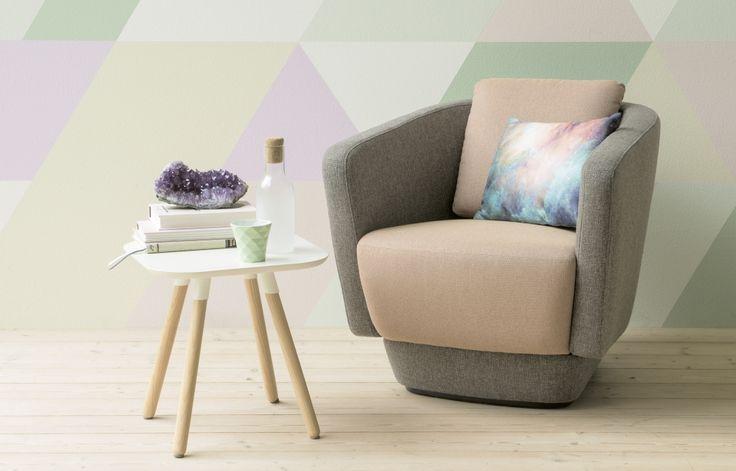 Neue Retromöbel zeigen sich gerne klein und fein, in zarten Farbtönen und mit edlen Polsterstoffen.