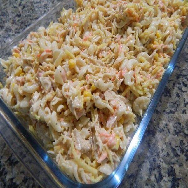 O Salpicão de Macarrão é uma opção prática e deliciosa para a refeição da sua família. Experimente! Veja Também:Salpicão de Frango Veja Também: Salpicão C