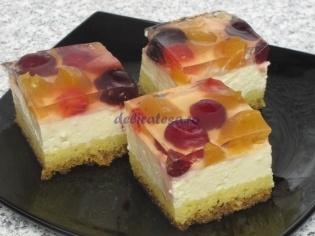 Prajitura cu branza dulce si fructe