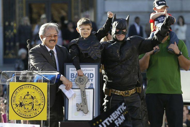 Garoto com leucemia vira o Batman e combate crimes em São Francisco