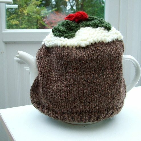 Knitted Christmas pudding tea cosy. Christmas Knitting Ideas Pinterest ...