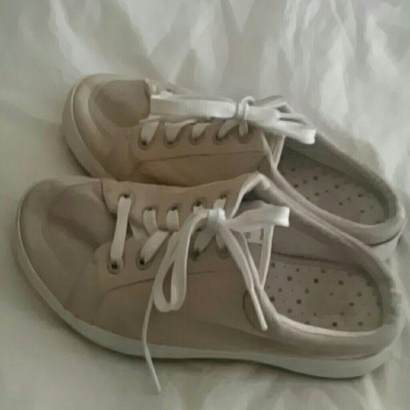 Keds slip on tennis shoed Gently worn meds slip on tennis shoes keds Shoes