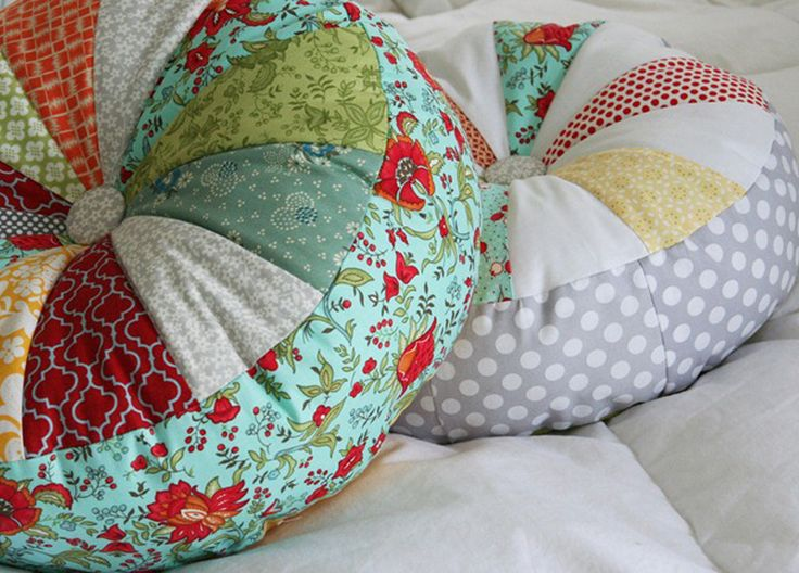 Use fabric scraps and sew this simple curvy pillow.