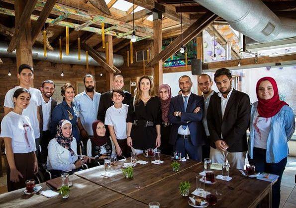 Queen Rania met with  local volunteer organizations in Jabal Al Weibdeh