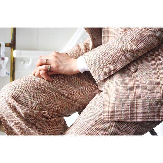 collarless suit.  for women.      #lifestyleorder#follow#ladiessuit#andc#instagood#photooftheday#ordersuit#fashion#ordermade#bespoke#suit#ootd#womens#collarlessjacket#collarless  #スナップ#レディーススーツ#スーツ女子#オーダースーツ#オーダーメイド#スーツ#ウィメンズ#レディースファッション#ノーカラー#オーダーメイド#ノーカラージャケット