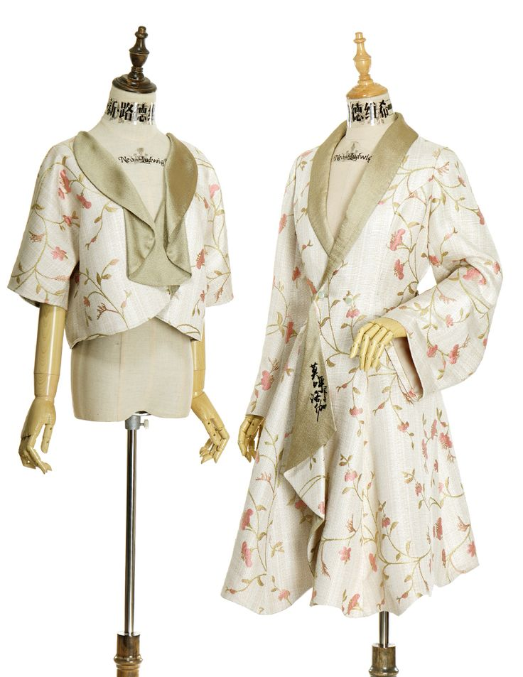 Exclusive Chinese style floral long coat for ladies, long wide sleeves, loose and comfy fitting, custom and plus sizes doable, providing express shipping.