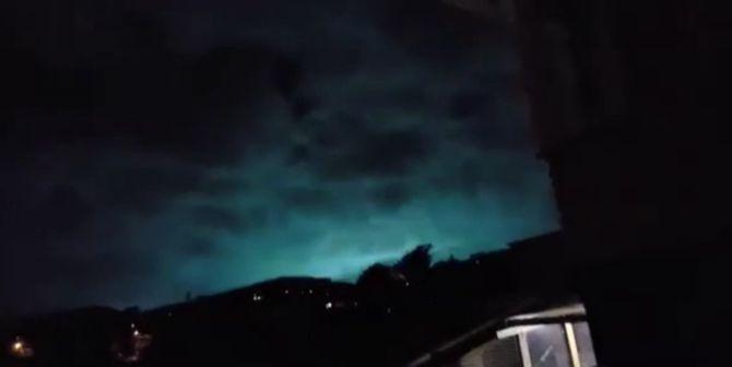 Cahaya Misterius Muncul Saat Gempa Selandia Baru, Pertanda Apakah? - http://darwinchai.com/pengetahuan/iptek/cahaya-misterius-muncul-saat-gempa-selandia-baru-pertanda-apakah/