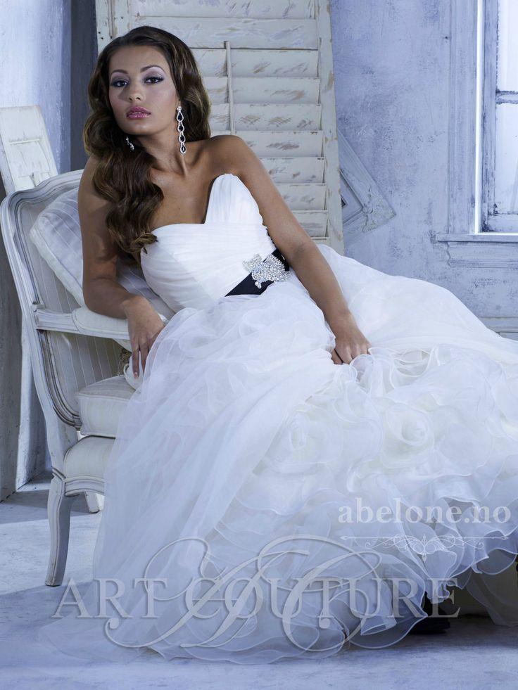 prinsessebrudekjole-med-stort-skjort-art-coutoure-abelone.no3