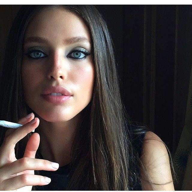 https://i.pinimg.com/736x/22/f0/a1/22f0a1594cf09736655030aca8b11b2b--emily-didonato-beauty-makeup.jpg
