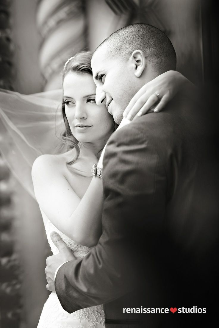 Love this bride and groom #wedding photo!