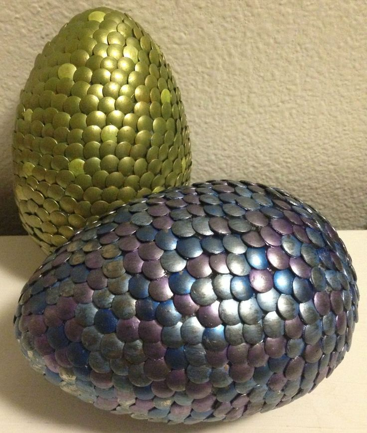 Fun dragon egg craft based off of the Inheritance cycle by Christopher Paolini. Have to do this sometime!