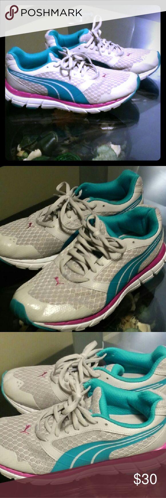 Puma sneakers Women's comfortable puma sneakers size 8 Puma Shoes Sneakers
