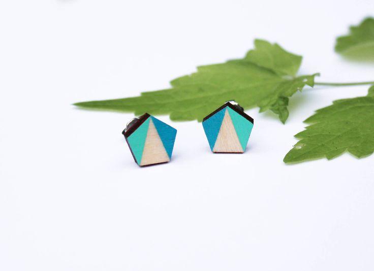 Een persoonlijke favoriet uit mijn Etsy shop https://www.etsy.com/nl/listing/554235141/geometrische-houten-oorbellen-blauwe