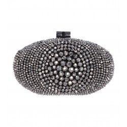 Box-Clutch mit glänzenden Perlen. Zu mieten bei dresscoded.com.#dresscoded