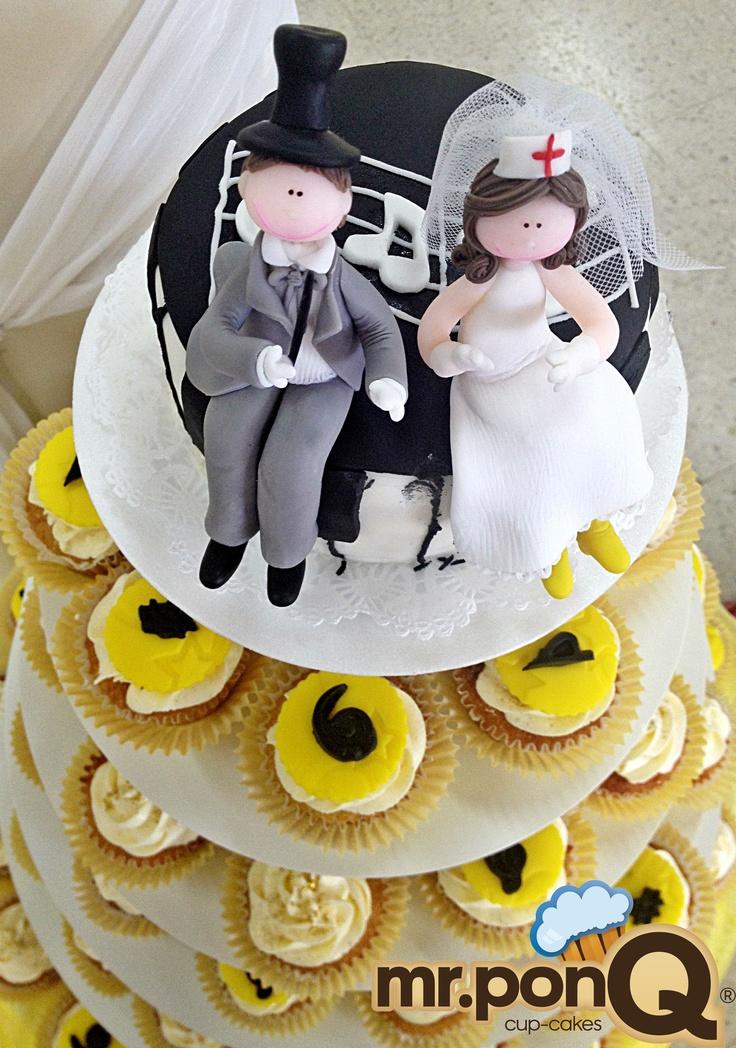 mr.ponQ cup-cakes en la boda de Juliana ella enfermera y el músico.