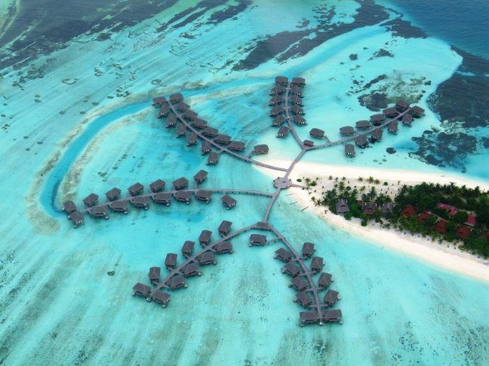 Островная страна Мальдивская Республика расположена в Индийском океане и по площади является самой маленькой Азиатской страной.