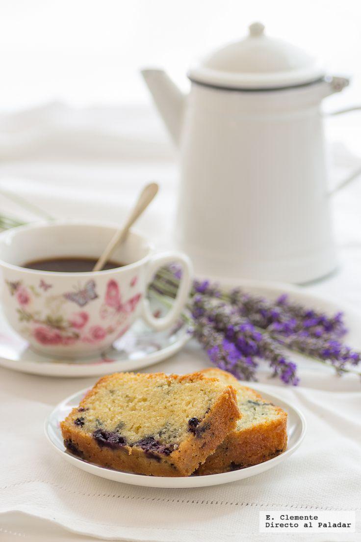 Aunque estamos en verano y apetece poco encender el horno también gusta de vez en cuando un bizcochito para desayunar. Hoy os propongo un cake de yogur grieg...
