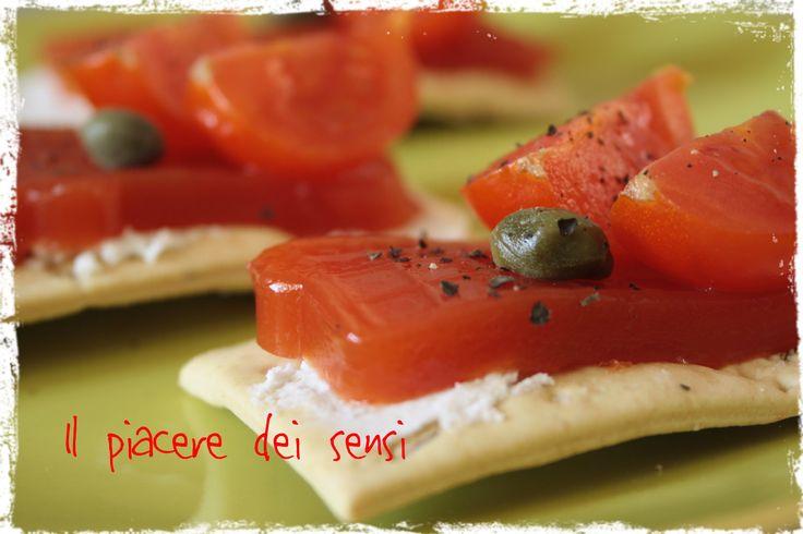 #Crackers speziati con #robiola e #gelatina di #pomodoro