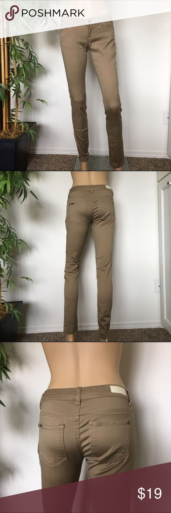 Celebrity Pink Skinny Jeans size 1 tan Gently worn tan skinny jeans size 1 stretchy material Celebrity Pink Jeans Skinny
