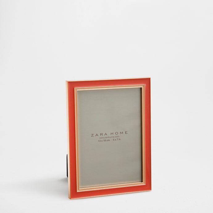 Metalen resine fotolijst met fel koraal - Kaders - Decoratie | Zara Home Holland