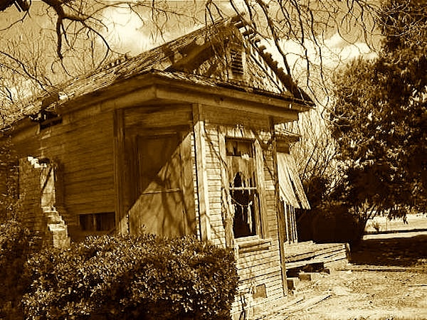 Abandoned 1890s home. Bakersfield, Kern County, California DSMc.2007