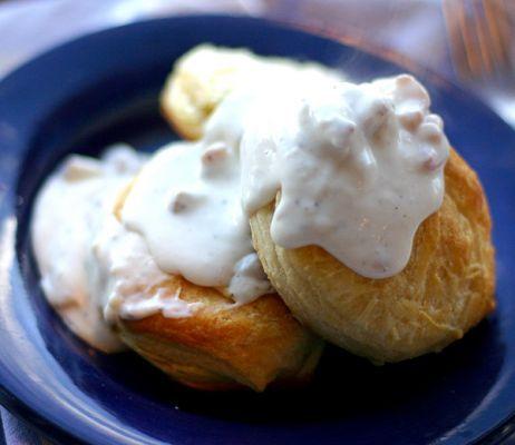 Tie iti plac prajiturile aromate? Atunci incearca una cu crema de biscuiti si rom. #Dulciuri #Retete pe AflaCum.ro