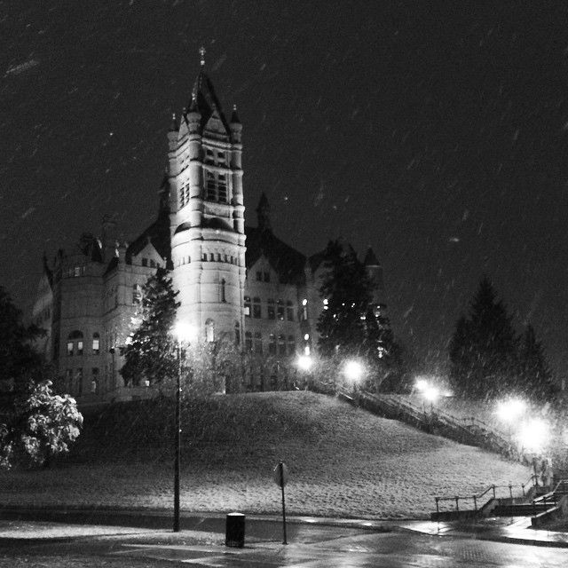 There's nothing quite like the first snowfall at #SyracuseU.