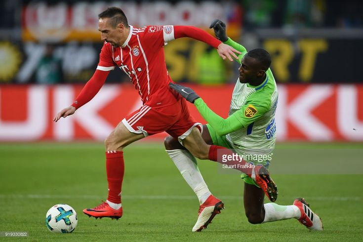 Franck Ribery of Bayern Muenchen (l9 is chased by Joshua Guilavogui of Wolfsburg during the Bundesliga match between VfL Wolfsburg and FC Bayern Muenchen at Volkswagen Arena on February 17, 2018 in Wolfsburg, Germany.