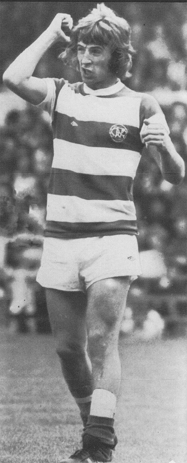 Circa 1975/76. Queens Park Rangers playmaker Stan Bowles letting the referee know what he thinks about the opposition tackling.