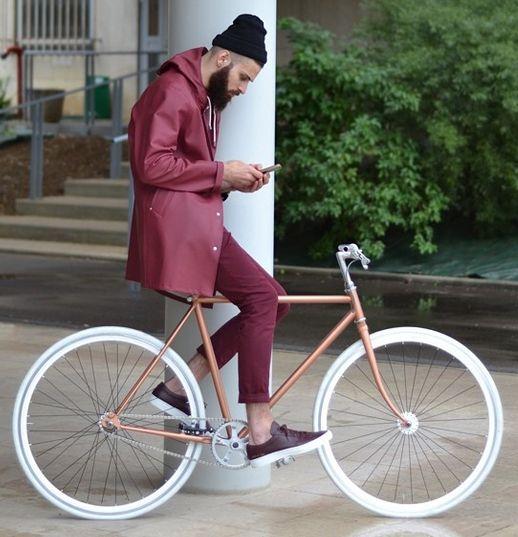 regnjacka. burgundy. bike. koppar.