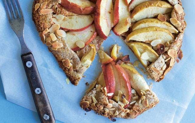 Grov galette med æble og mandelsmør