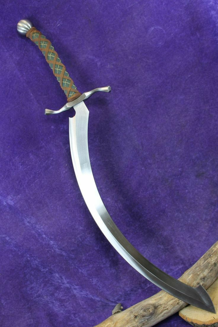 Looks like a scimitar with an cross guard and a khopesh blade.