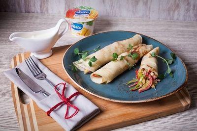 Блинчики с уткой и йогуртовым соусом - пошаговый рецепт приготовления с фото