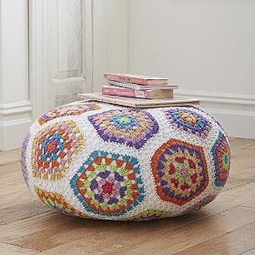 Very clever design! Using a mixture of #crochet pentagons and hexagons to fit a rounded pouffe. Made of cotton. Can imagine that a LOT of frogging went on in the designing of this! Eeek!