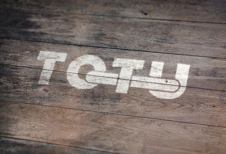 Fundacja Artystyczna To Tu Centrum działań artystycznych we Wrocławiu. Powstało z inicjatywy grupy ludzi, którzy na codzień pracują, studiują i prowadzą tradycyjne życie, a w wolnym czasie realizują swoje pasje i marzenia. Miejsce otwarte na wszelkie dziedziny sztuki, szczególnie młodych artystów, amatorów oraz starsze osoby, które chciałyby rozwijać swoje talenty.* ul. Hubska 6, 50-502 Wrocław