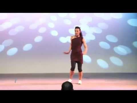 Aula de Zumba - Ajuda a Perder Peso - Mil Calorias em Uma Hora - YouTube Logo de manhã dançanda sumba em casa mesmo.