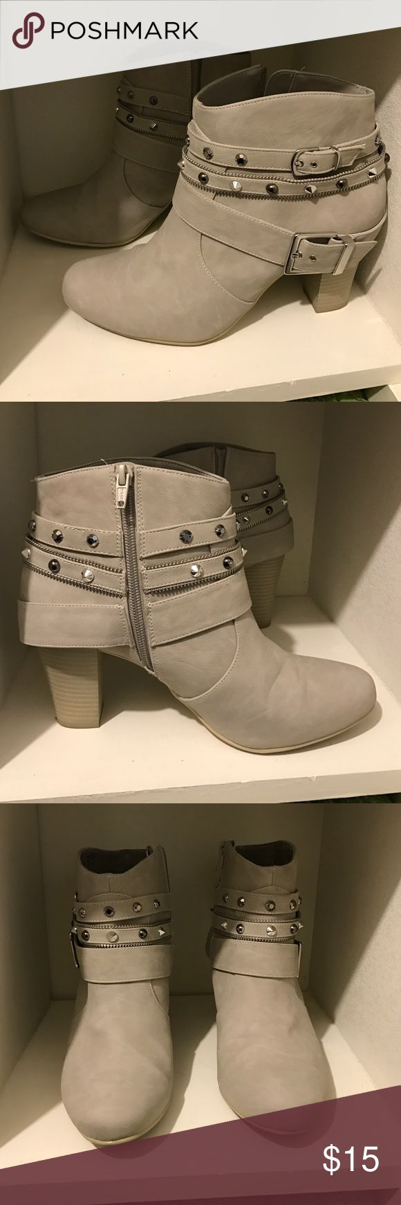 Jennifer Looez booties Light grey color, they might as well be brand new! They are too tight by the toes for me (I'm a size 10) any questions, just ask! Jennifer Lopez Shoes Ankle Boots & Booties