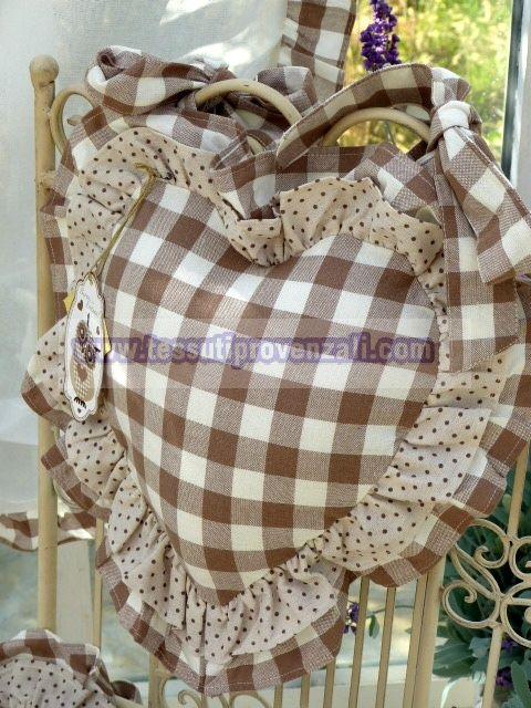 """<p>Cuscino per schienale sedia serie """"Vichy fiocchi beige"""" Angelica home & Country</p>"""