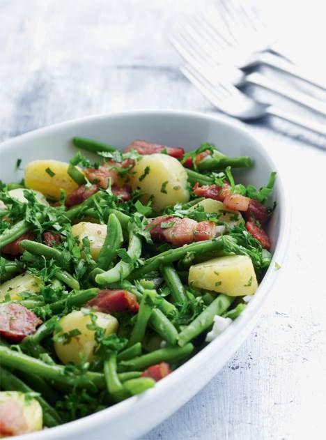 Salat behøver ikke være slankemad og kan sagtens være et måltid i sig selv. Her kommer opskriften på fem franske, mættende klassikere og en enkelt belgisk.