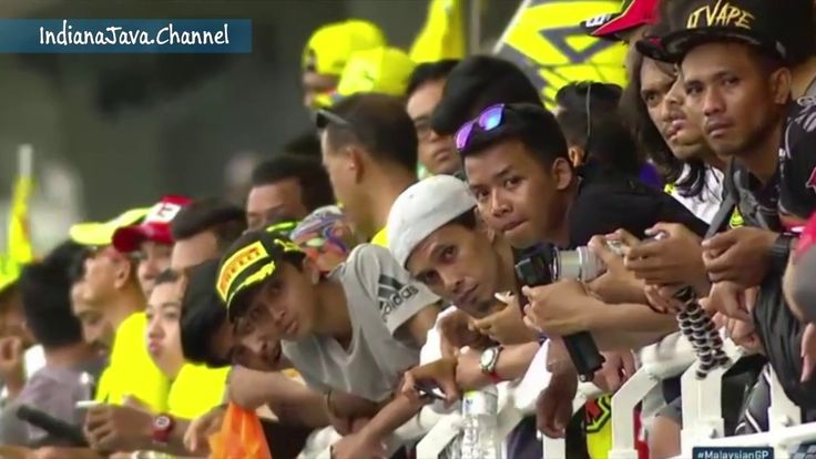 Action Race Rossi ' 46 and his Fans Fanatic on Sepang