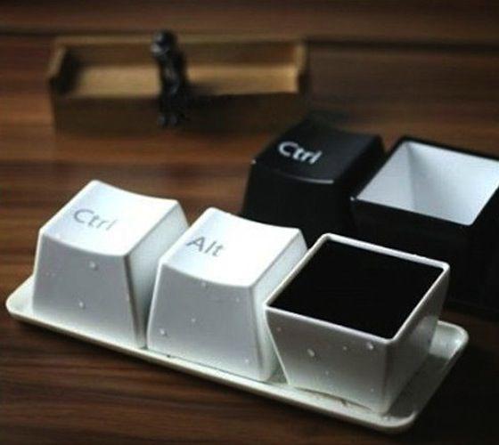 Dette er koppene til deg som bruker mye av tiden din på kontoret og er glad i kaffe. Stilige kaffekopper i formen av tastaturknapper.
