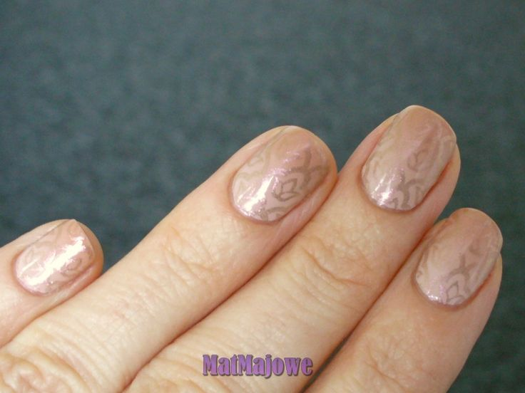 Fifth week Nude and Gold Nude gradient and golden stamps. http://matmajowe.blogspot.com/2015/02/nsc5-nude-and-gold.html