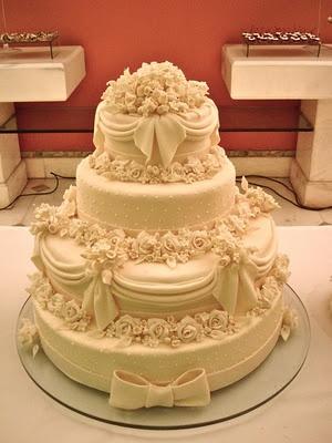 #Bolo de #Casamento com 4 andares lindo!
