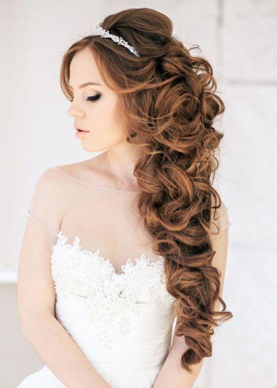 Peinados de boda pelo rizado largo