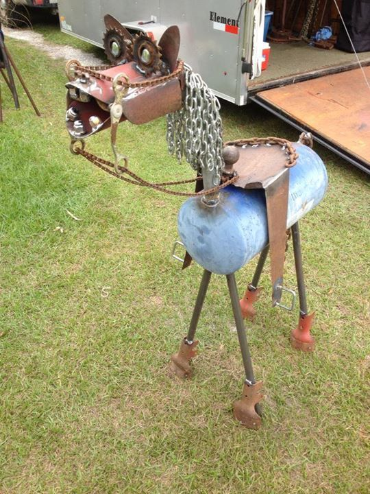 A cool horse sculpture made out of recycled metal scraps for Cool things made out of horseshoes