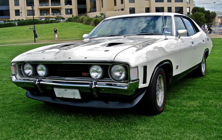Ford_Falcon_XA_GT_sedan.JPG