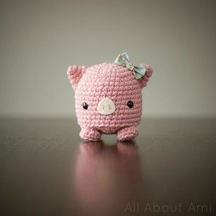 Amigurumi Pig - FREE Crochet Pattern / Tutorial here: http://studio-ami.tumblr.com/post/19526112019/micropig-pattern-hello-everyone-so-this-is
