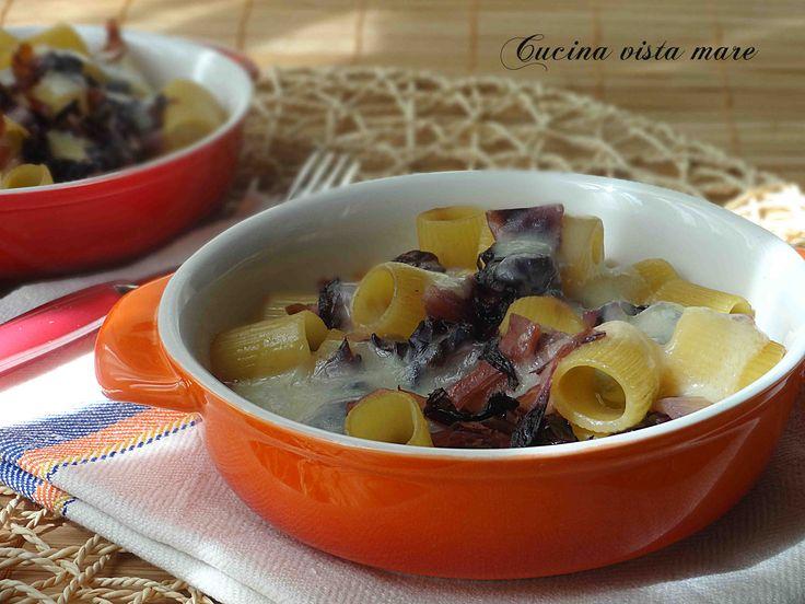 La pasta al forno speck fontina e radicchio è ricca, gustosa, leggermente piccante e soprattutto filante! Una ricetta giusta per il pranzo della domenica!