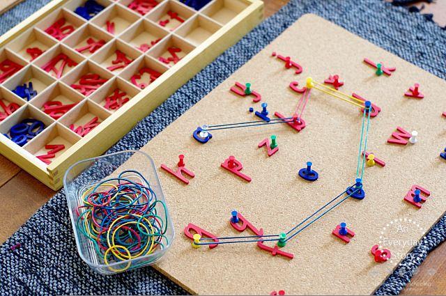 Formação de palavras e sequência de letras e números: atividade com ligas e cortiça! | Reab.me