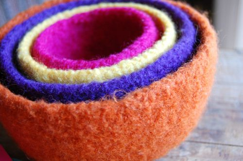 Free Knitting Pattern - Felted Knit Projects: Felted Nesting Bowls. These felted nesting bowls are knit in the round and then felted by agitation in a washer machine. Felted projects are great for beginners as uneven stitches and small mistakes vanish after felting.